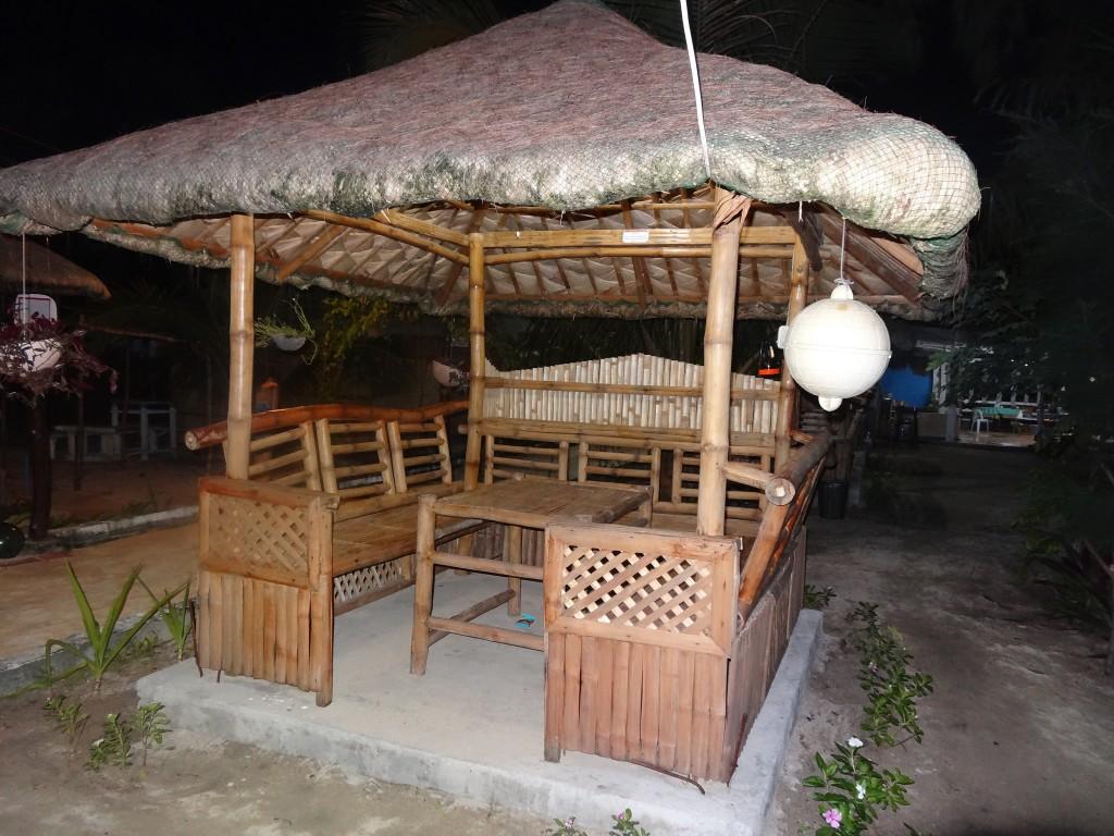 Open air huts at Dona Choleng